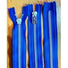 004. Металлическая молния YKK №5, алюминий, 60см, неразъёмная, синяяя основа, слайдер HR.